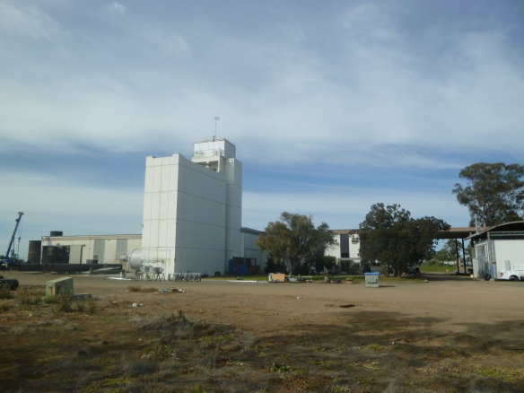 Moree Wide view of antenna tower and main building